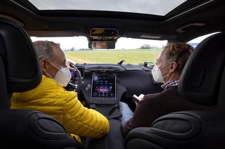 全新一代奔驰C将发布,搭载1.5T发动机-第5张图片-汽车笔记网