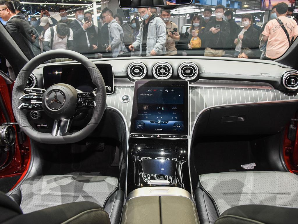 全新国产奔驰C级长轴版官图发布 提供大标/立标双外观