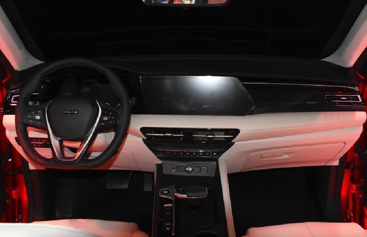 科技氛围提升明显 长安欧尚X7 PLUS内饰将于重庆车展发布